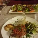 salade gourmande et tartare de saumon