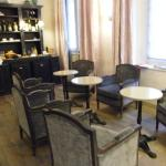 lobby / breakfast room...