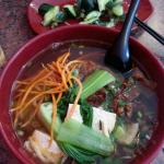 Rindfleischnudeln und kalte Vorspeise (牛肉汤面,派黄瓜)