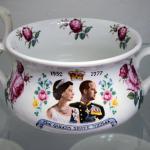 Nočník k výročí stříbrné svatby britské královny Alžběty II. a prince Philipa, Anglie 1977