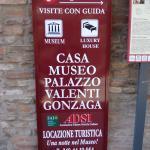 Cartello turistico del Palazzo/Museo.