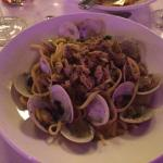 Linguine with clams, white wine sauce