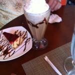 Cheesecake, cupcake and coffee drink