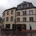 Отель соседствует с домом Гюго