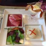 Mittagsmenü: Salat, Fisch, dessert