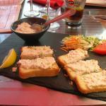Toasts maison au saumon