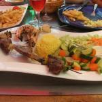 Brochette St Jacques, agneau, filet de boeuf, gambas