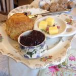 Cupan tae:English breakfast and scones with marmalade