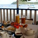 Vue sur la Baie des Saintes depuis notre terrasse au petit déjeuner