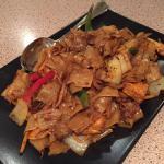 Drunken noodles with tofu and veggies