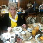 Gemütlicher Frühstücksraum mit lecker-frischem Angebot