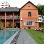 La maison vue du jardin - piscine