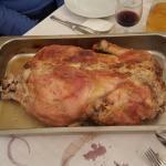 Lo chef Adriano. Il piatto è servito. Tacchina ripiena di castagne.