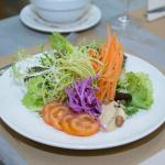 Ensalada variada con vinagreta de tahini
