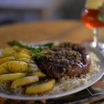 T(MF)-Rex Steak - Peça generosa de Entrecot com Batata Souté, aspargos crocantes..