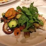 Polipo arrosto con verdure saltate