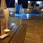 piscina a noite (frisante eu levei...rs)