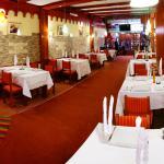 restaurante de cuatro tenedores que muestra el ambiete denominado Mama Ocllo