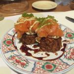 Maki fritto con philadelphia e salmone con tartare di salmone