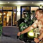 io in bici davanti all' HOTEL DE LA VILLE