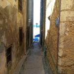 CLOSEBY ALLEYWAY LEADING DIRECTLY TO BEAUTIFUL HARBOUR