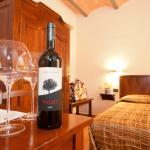 Una delle camere alla Locanda Le Volte di Casale Marittimo in Toscana