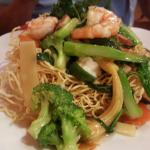Pan-fried noodles with shrimp and vegetables