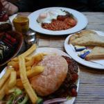 버거와 잉글리시 블랙퍼스트