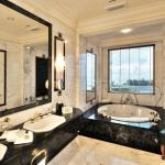 Ambassador Suite Bathroom