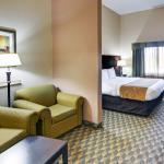 Photo de Comfort Suites Benbrook