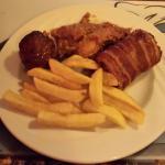Allerlei soorten vlees en aardappels en groente
