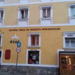 Hotel és a Múzeum