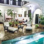 Salon/thé/piscine intérieure