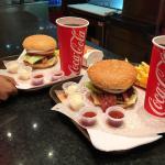 Que ricas hamburguesas son!