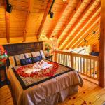 rose heart in Pondview luxury log cabin loft