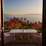 θέα θάλασσας από το μπαλκόνι