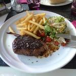 Filet de Boeuf grillé, frites/salade