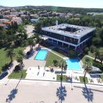 Enjoy the sun on the fantastic hotel beach and swimming pools!
