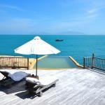 Rock villa deck & pool