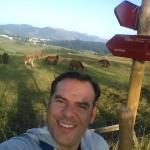 Carteles y paisaje del Plazaola. Abajo el Camping Aralar