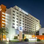 Fachada Nocturna Real Inn Tijuana