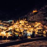 Le village by night
