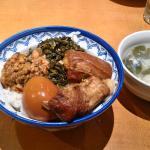名物の台湾風肉丼