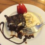 Delicioso brownie con helado!