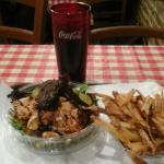 Салат по-домашнему с курицей, фри и кола