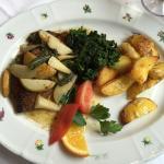 Kalbsleber in Salbenbutter mit Spinat und Kartoffeln
