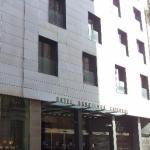 Главный вход в отель.