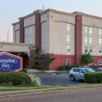 Hampton Inn Southwind Hotel Exterior