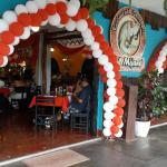 Excelente comida, ambiente, musica en vivo todo expectacular los recomiedo el Mijano solo en Iqu