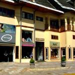 fachada do shopping calil - onde tem uma loja bourbon